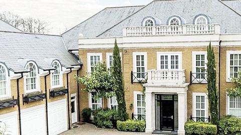 Chi 4 triệu bảng, Terry hết cảnh thuê nhà