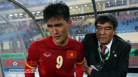 Những hình ảnh trận Việt Nam 2-4 Malaysia: Nước mắt Công Vinh