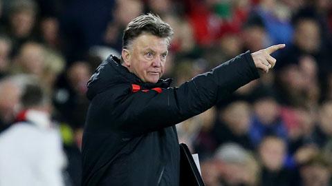 Man United: Van Gaal cần khai tử 3-5-2!