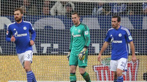"""Schalke: """"Hoàng đế"""" tái phát bệnh cũ"""