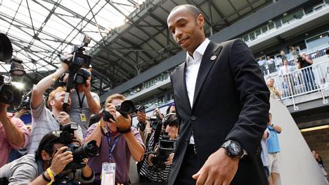 """Thierry Henry tuyên bố giải nghệ: Chào nhé, """"Con trai thần gió""""!"""