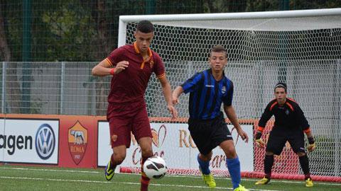 Liverpool chèo kéo cầu thủ 15 tuổi của Roma bằng lương khủng