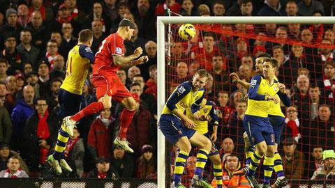 """Hàng thủ Arsenal bị """"chửi"""" te tua sau bàn thắng của Skrtel"""