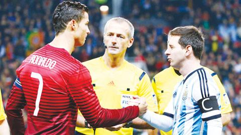 Tiếp tục cuộc đua kỳ lạ giữa Ronaldo và Messi