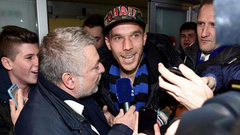 Biển CĐV mừng Podolski gia nhập Inter Milan