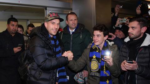 Lukas Podolski cập bến Giuseppe Meazza: Inter nối lại kỷ nguyên Đức