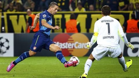 "Podolski kịp ra sân derby d'Italia: Phép màu từ ""kèo trái"" Poldi"