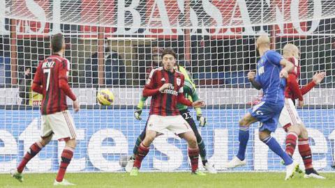 Milan 1-2 Sassuolo: Ác mộng đầu năm