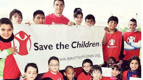 Ronaldo: Siêu anh hùng ngoài đời