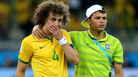 """David Luiz & Thiago Silva: Hai người Brazil """"lạ lẫm"""" trong ĐHTB 2014"""