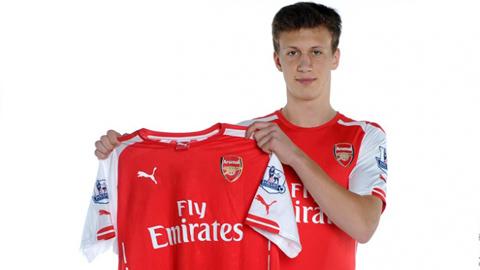 Arsenal đón tân binh Krystian Bielik