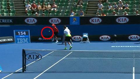 Australian Open: Khổ như nhặt banh quần vợt!