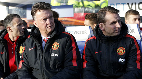 M.U: Biết tin Van Gaal hay nghe lời Neville?