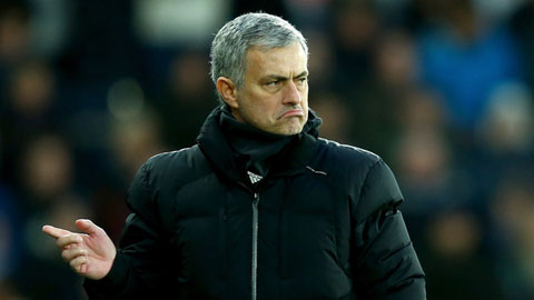 HLV Mourinho thừa nhận Chelsea khó