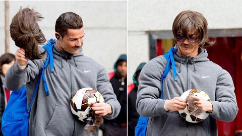Ronaldo chơi bóng trong bộ dạng