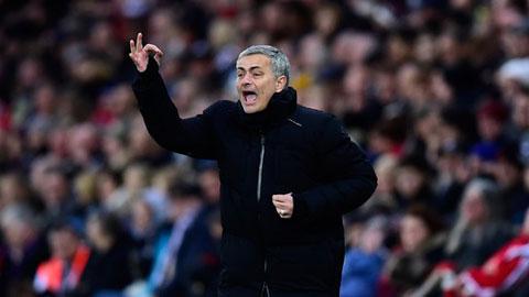 Chelsea trả giá vì Mourinho không xoay tua đủ nhiều