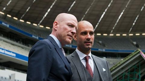 """Bayern phủ nhận Guardiola """"gây chiến"""" với Sammer"""