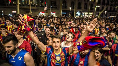 Kế hoạch đón cúp vô địch và ăn mừng của Barca, Bayern & PSG