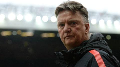 Vì sao Van Gaal luôn ngồi trong toa-let trước các trận đấu sân khách?