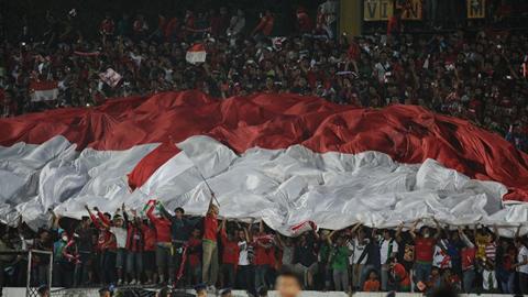 Để CĐV làm loạn, ĐT Indonesia bị phạt nặng ở vòng loại World Cup 2018