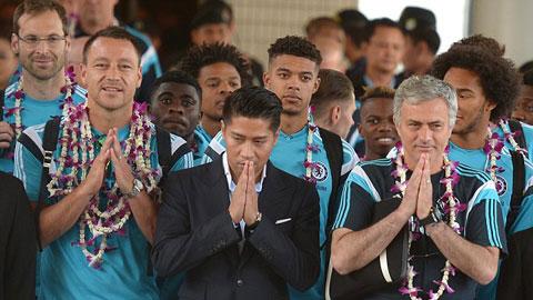 Mourinho gửi thông điệp quan trọng ngay khi đến Thái Lan