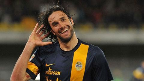 Verona 2-2 Juventus: Toni vượt Tevez, tiến gần ngôi Vua phá lưới