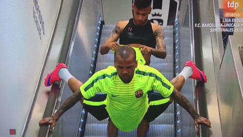 Trước trận cuối trong màu áo Barca, Alves khiến tất cả phải chú ý