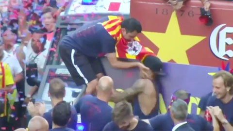 Sau giờ bóng lăn 9/6: Xavi và Neymar xô xát trong ngày vui của Barca