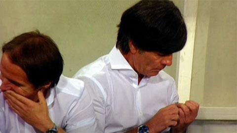 HLV Loew ung dung giũa móng tay trong trận thắng nhạt của ĐT Đức