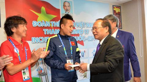 Bộ trưởng Hoàng Tuấn Anh chúc mừng U23 Việt Nam