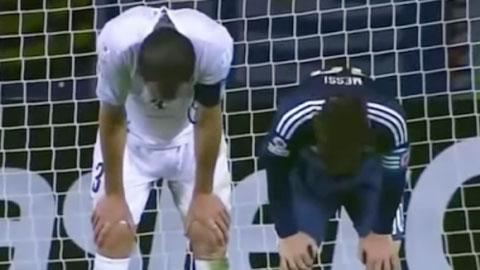 Messi và Godin bắt chước nhau... thở dốc hài hước