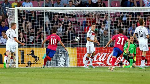 VCK U21 châu Âu: Đức chia điểm đầy may mắn