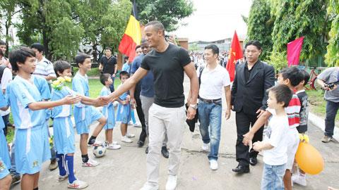 Đội trưởng Man City vẫn nuôi ý định mở học viện tại Việt Nam