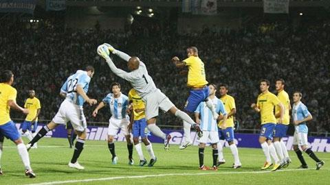Brazil tập chống bóng bổng