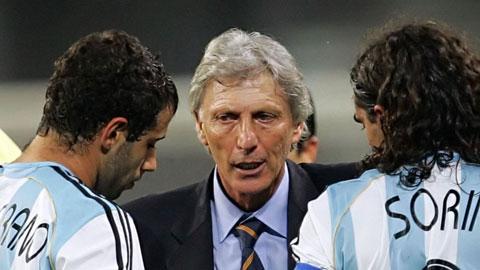 Argentina và món nợ với Pekerman