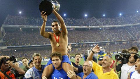 Tevez trên đường trở về Boca Juniors