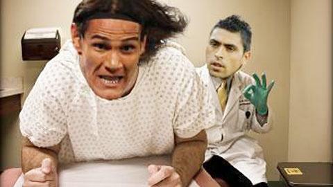 """Gonzalo Jara bị """"tổng sỉ vả"""" sau hành thi thô thiển với Cavani"""