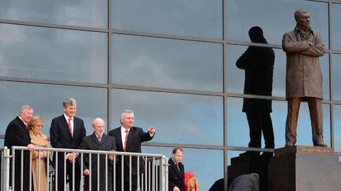 Premier League: Sự vĩ đại nằm ngoài đường pitch