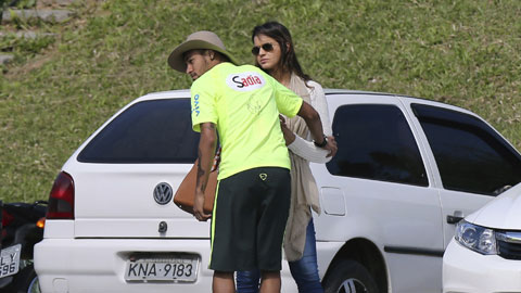 Tình cũ từ chối Playboy, chờ Neymar tái hợp