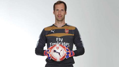 Sang Arsenal, Cech vào Top 10 thủ môn đắt giá nhất hành tinh