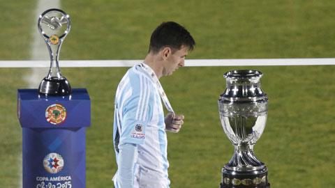 Messi thua trận chung kết thứ 3 liên tiếp cùng ĐT Argentina: M10 chưa có vàng 10