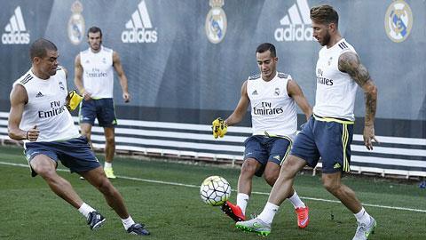 Ramos trở lại tập luyện cùng Real bất chấp sự quan tâm từ M.U