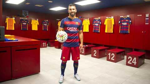"""Arda Turan: """"Thần tượng của tôi chính là Iniesta"""""""