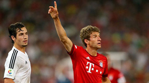 Mueller tỏa sáng, Bayern Munich vùi dập Valencia 4-1