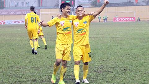 Đình Tùng, Quốc Phương và Văn Thắng chung tay ủng hộ nữ cầu thủ Lê Thị Thu