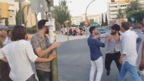 Higuain đánh nhau ngay trên phố