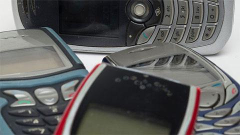 Đừng coi thường điện thoại 'cục gạch' Nokia, Motorola