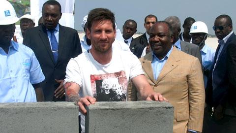 Messi & viên gạch giá 3,5 triệu euro