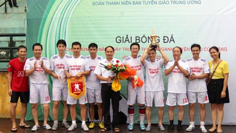 Giải bóng đá chào mừng 85 năm ngày truyền thống ngành Tuyên giáo: Thắm tình đoàn kết