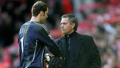 Cech phớt lờ HLV Mourinho trước khi đầu quân cho Arsenal
